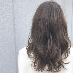 グレージュ 春ヘア ロング 透明感カラー ヘアスタイルや髪型の写真・画像