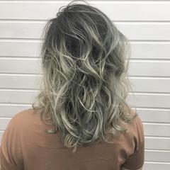 ホワイトアッシュ ミルクティー セミロング エレガント ヘアスタイルや髪型の写真・画像