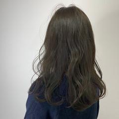 ゆるナチュラル ナチュラル カーキアッシュ ウェーブ ヘアスタイルや髪型の写真・画像