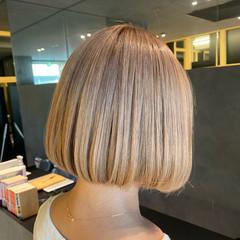 ベージュ ボブ ダブルカラー ショートボブ ヘアスタイルや髪型の写真・画像