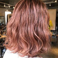 ウルフカット フェミニン ショートボブ インナーカラー ヘアスタイルや髪型の写真・画像