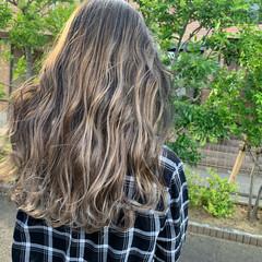 グラデーションカラー バレイヤージュ ロング エレガント ヘアスタイルや髪型の写真・画像
