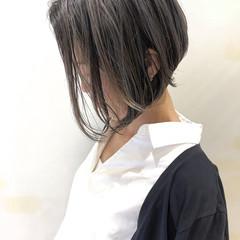 グレージュ ショートボブ バレイヤージュ ショート ヘアスタイルや髪型の写真・画像