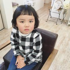 オン眉 子供 前髪パッツン ナチュラル ヘアスタイルや髪型の写真・画像