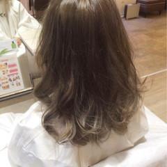 外国人風 ミディアム グラデーションカラー アッシュ ヘアスタイルや髪型の写真・画像