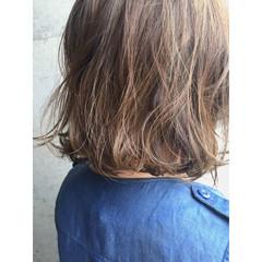 ボブ ハイライト アッシュ アッシュベージュ ヘアスタイルや髪型の写真・画像