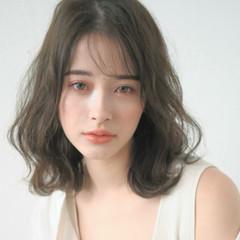 小顔ヘア ミディアム ゆるウェーブ ゆるふわパーマ ヘアスタイルや髪型の写真・画像