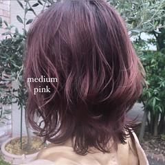 フェミニン 大人ミディアム ロング ラズベリーピンク ヘアスタイルや髪型の写真・画像