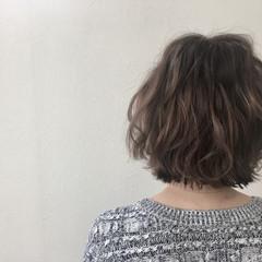グレージュ ミルクティー グラデーションカラー ボブ ヘアスタイルや髪型の写真・画像