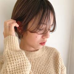 ミルクティーベージュ シースルーバング シアーベージュ ショートヘア ヘアスタイルや髪型の写真・画像