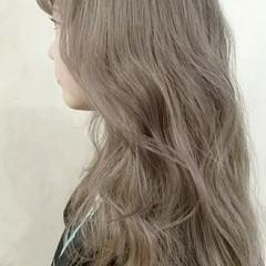 外国人風 春 ロング アッシュベージュ ヘアスタイルや髪型の写真・画像