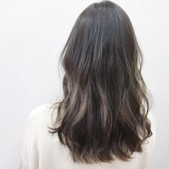 グラデーションカラー ミルクティー セミロング アッシュ ヘアスタイルや髪型の写真・画像