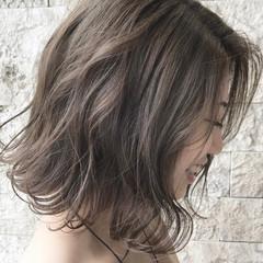 切りっぱなしボブ ミルクティーベージュ アッシュ ブラウンベージュ ヘアスタイルや髪型の写真・画像