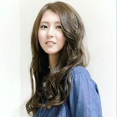 アッシュ 大人かわいい 外国人風 ナチュラル ヘアスタイルや髪型の写真・画像