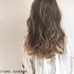 ミルクティー アッシュベージュ 外国人風カラー セミロング ヘアスタイルや髪型の写真・画像