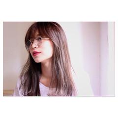 セミロング レイヤーカット 卵型 ストレート ヘアスタイルや髪型の写真・画像