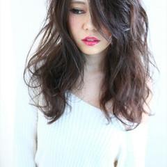 暗髪 大人かわいい ロング ゆるふわ ヘアスタイルや髪型の写真・画像