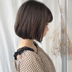 ナチュラル ショートヘア 切りっぱなしボブ グレージュ ヘアスタイルや髪型の写真・画像