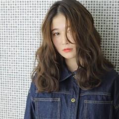 セミロング 秋冬スタイル ナチュラル ミディアムレイヤー ヘアスタイルや髪型の写真・画像