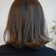 外ハネ ナチュラル ハイライト 艶髪 ヘアスタイルや髪型の写真・画像