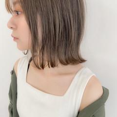 グレージュ ボブ アンニュイほつれヘア 外ハネボブ ヘアスタイルや髪型の写真・画像