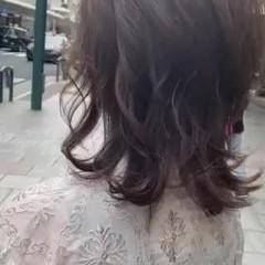 ブラウンベージュ レイヤーカット アッシュ ナチュラル ヘアスタイルや髪型の写真・画像
