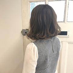 女子会 ミディアム 梅雨 アンニュイ ヘアスタイルや髪型の写真・画像