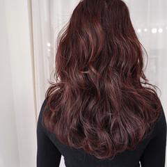 フェミニン ベリーピンク レッド ロング ヘアスタイルや髪型の写真・画像