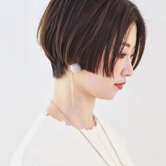 グレージュ ショート かっこいい アウトドア ヘアスタイルや髪型の写真・画像
