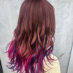 ロング ベリーピンク バレイヤージュ ガーリー ヘアスタイルや髪型の写真・画像