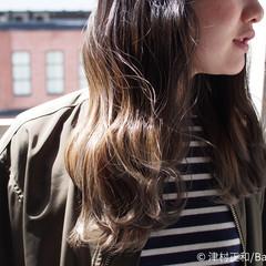 ミディアム アッシュベージュ グラデーションカラー ナチュラル ヘアスタイルや髪型の写真・画像