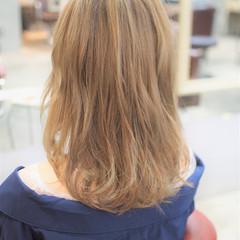 透明感 ミディアム ミルクティーベージュ 秋 ヘアスタイルや髪型の写真・画像