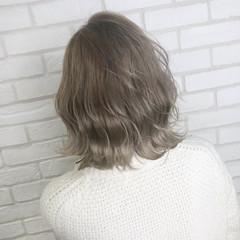 切りっぱなしボブ ミルクティー フェミニン ボブ ヘアスタイルや髪型の写真・画像