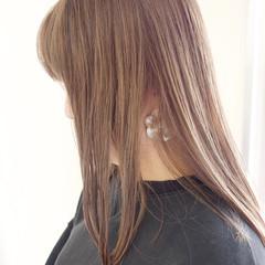 グレージュ ナチュラル 切りっぱなしボブ ミルクティーグレージュ ヘアスタイルや髪型の写真・画像