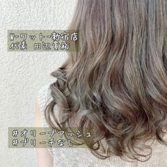 オリーブアッシュ セミロング アンニュイほつれヘア カーキアッシュ ヘアスタイルや髪型の写真・画像