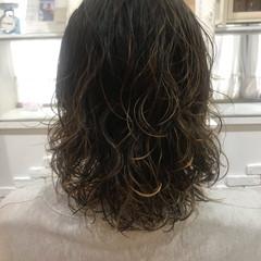 メンズカット ハイライト ストリート メンズパーマ ヘアスタイルや髪型の写真・画像