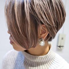 バレイヤージュ ハイライト ショート ガーリー ヘアスタイルや髪型の写真・画像
