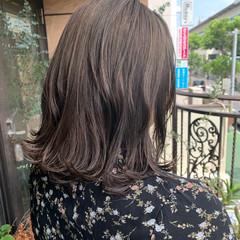 ナチュラル オリーブアッシュ ミディアム オリーブグレージュ ヘアスタイルや髪型の写真・画像