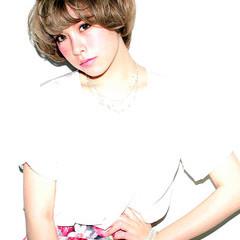 ピュア グレージュ アッシュ ブリーチ ヘアスタイルや髪型の写真・画像