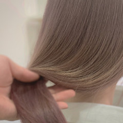 ハイトーン ピンクベージュ ミルクティーベージュ ナチュラル ヘアスタイルや髪型の写真・画像