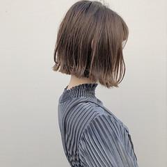 ボブ ストリート 外ハネボブ グレージュ ヘアスタイルや髪型の写真・画像