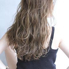 ロング パーマ 外国人風 グラデーションカラー ヘアスタイルや髪型の写真・画像
