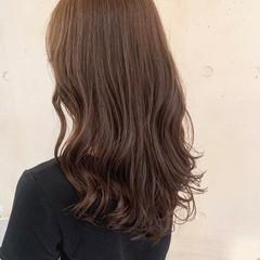 ナチュラル コテ巻き風パーマ ロング 透明感カラー ヘアスタイルや髪型の写真・画像