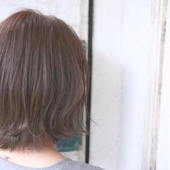 ボブ アッシュ 春 ミルクティー ヘアスタイルや髪型の写真・画像