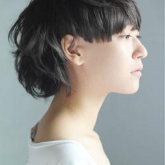 グレー 刈り上げ グラデーションカラー モード ヘアスタイルや髪型の写真・画像