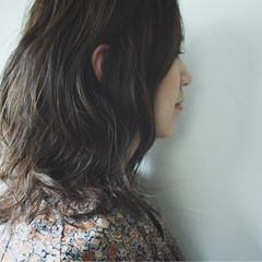 セミロング 秋 暗髪 グレー ヘアスタイルや髪型の写真・画像