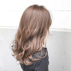 冬 ハイライト アンニュイ アッシュ ヘアスタイルや髪型の写真・画像