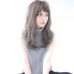 フェミニン ロング 外国人風カラー アッシュ ヘアスタイルや髪型の写真・画像