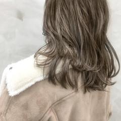 グレー 大人ハイライト ナチュラル グレージュ ヘアスタイルや髪型の写真・画像
