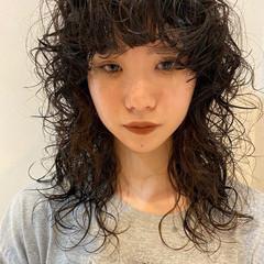 ナチュラル 個性的 ウルフパーマ パーマ ヘアスタイルや髪型の写真・画像